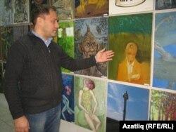 Рөстәм Нуриев үзенә ошаган картина янында
