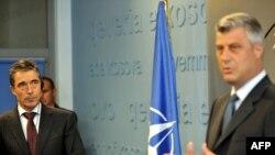 Заедничката прес конференција на Расмусен и Тачи во Приштина
