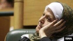 طاهره صفارزاده در ماه مارس ۲۰۰۶، از طرف سازمان نويسندگان آسيا وآفريقا به عنوان شاعر مبارز و دانشمند زن مسلمان برگزيده شد.عکس: ایسنا)