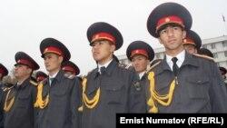 Ղրղըզստան - Ոստիկանները հանդիսավոր միջոցառման ժամանակ, արխիվ