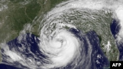 Ураган «Айзек» наближається до берегів США, штучно розфарбований супутниковий знімок, 28 серпня 2012 року, 16:15 GMT