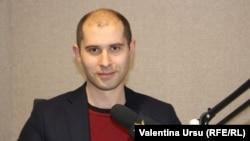Sergiu Tofilat în studioul Europei Libere la Chișinău