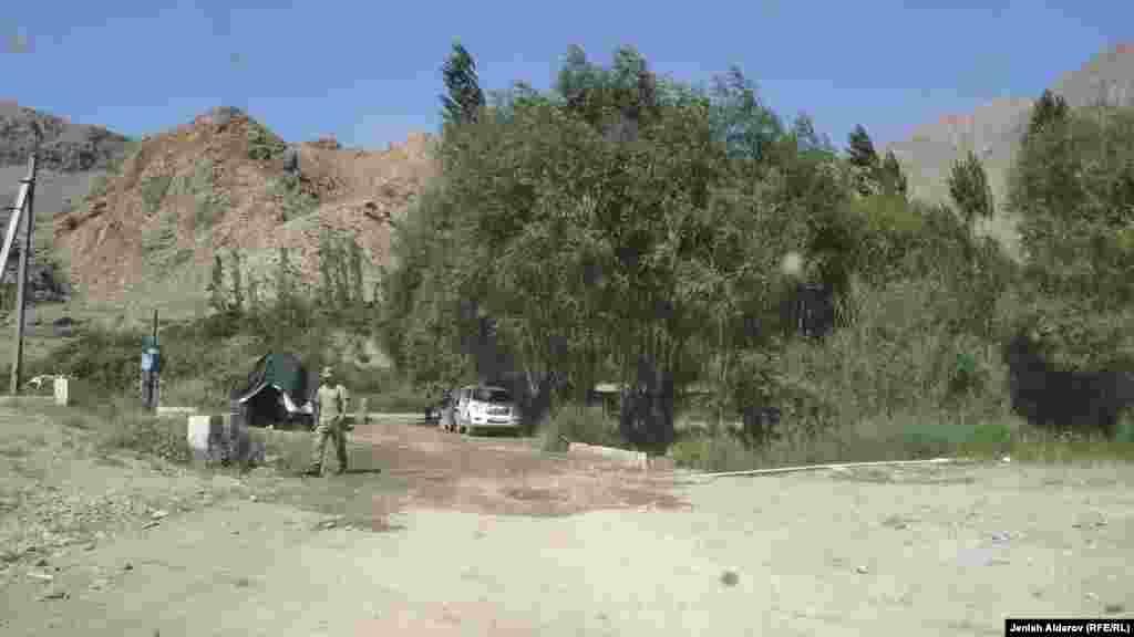 Кыргыз-тажик чек арасындагы чырдан улам 315 киши Баткен шаарына көчүрүлдү.