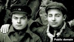 Паўлюк Трус і Юрка Лявонны на І Усебеларускім зьезьдзе «Маладняка». Менск, 1925 год