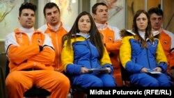 Члены олимпийской сборной Боснии и Герцеговины (слева направо в первом ряду) Игорь Лайкерт, Жана Новакович и Таня Каришик.