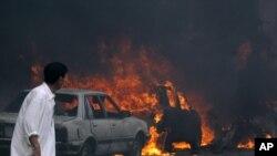 Veturat duke u djegur pas sulmit...