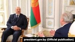 Аляксандар Лукашэнка на сустрэчы з Кентам Гэрстэтам