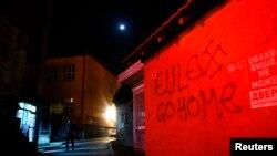 """Pamje e një murali në veri të Mitrovicës, ku shkruan """"EULEX shko në shtëpi"""""""