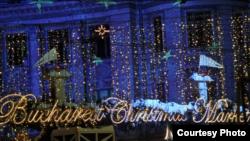 """Рождественский рынок в Румынии. Здесь наверняка тоже звучит """"Last Christmas""""."""