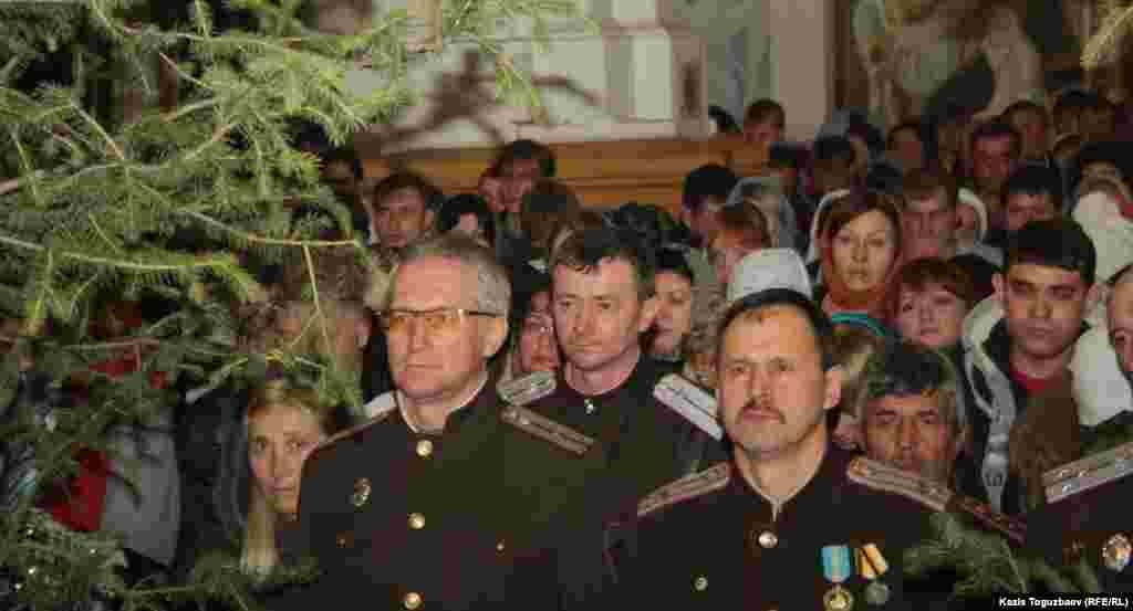 Казаки в Свято-Вознесенском соборе.Алматы, 6 января 2013 года.