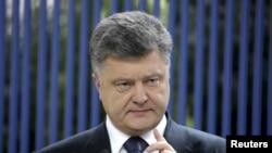 Ukraine -- Ukrainian President Petro Poroshenko gestures during a news conference in Kyiv, June 5, 2015