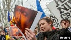 La un protest la Chișinău împotriva anexării Crimeei de către Rusia