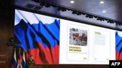 ՌԴ պաշտպանության նախարարության խոսնակ Իգոր Կոնաշենկովը պարզաբանումներ է տալիս լրագրողներին, Մոսկվա, 23-ը դեկտեմբերի, 2015թ.