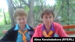 Старший вожатый Светлана Морозова (слева) и старший воспитатель Светлана Исакова (справа) детского лагеря «Связист». Алматинская область, 21 июня 2016 года.