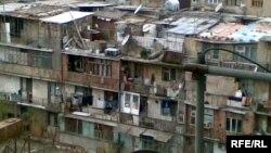 Здание в Баку, заселенные беженцами и вынужденными переселенцами. Архивно-иллюстративное фото