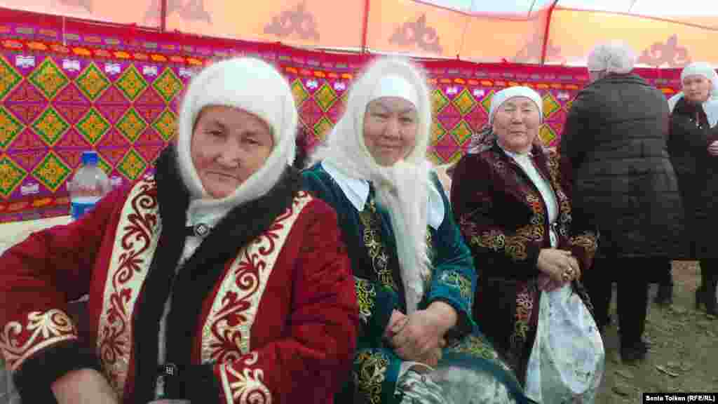 Увидев огни костра на Отпантау, казахские батыры садились на коней. Детей, женщин и стариков уводили в безопасное место.