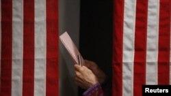 تصویری از اتاق رایگیری در انتخابات مقدماتی نیوهمپشایر در سال ۲۰۱۲