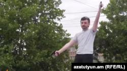 Հայկ Կյուրեղյանը դատարանի շենքի մոտ կրակում է օդամղիչ ատրճանակից, Երևան, 12-ը հունիսի, 2015թ․