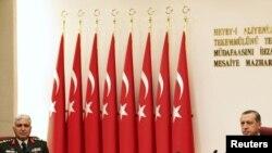 Түркия премьер-министрі Режеп Тайып Ердоған Жоғары әскери кеңестің жиынына төрағалық етуде. 1 тамыз. 2011 жыл.