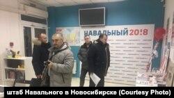 Полиция в штабе Навального в Новосибирске