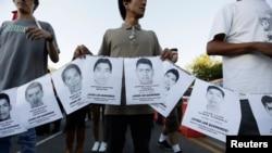 Fotografitë e studentëve të zhdukur.