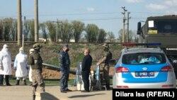 Блокпост в Шымкенте во время действия режима ЧП.