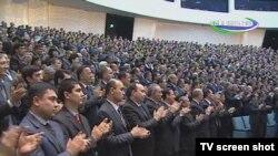 Ўзбек депутатлари қарсаклар билан қабул қилаётган қонунлар ижроси таъминланаётгани уларни қизиқтирадими?