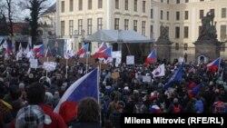 Pamje nga protesta e djeshme kundër migrantëve dhe myslimanëve në Pragë