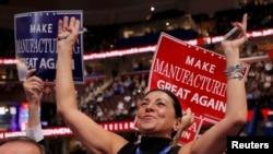 Участники съезда Республиканской партии США приветствуют выдвижение кандидатом в президенты Дональда Трампа. Кливленд, Огайо, 19 июля 2016 года.
