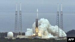 Один из запусков ракеты-носителя Atlas с космодрома на мысе Канаверал