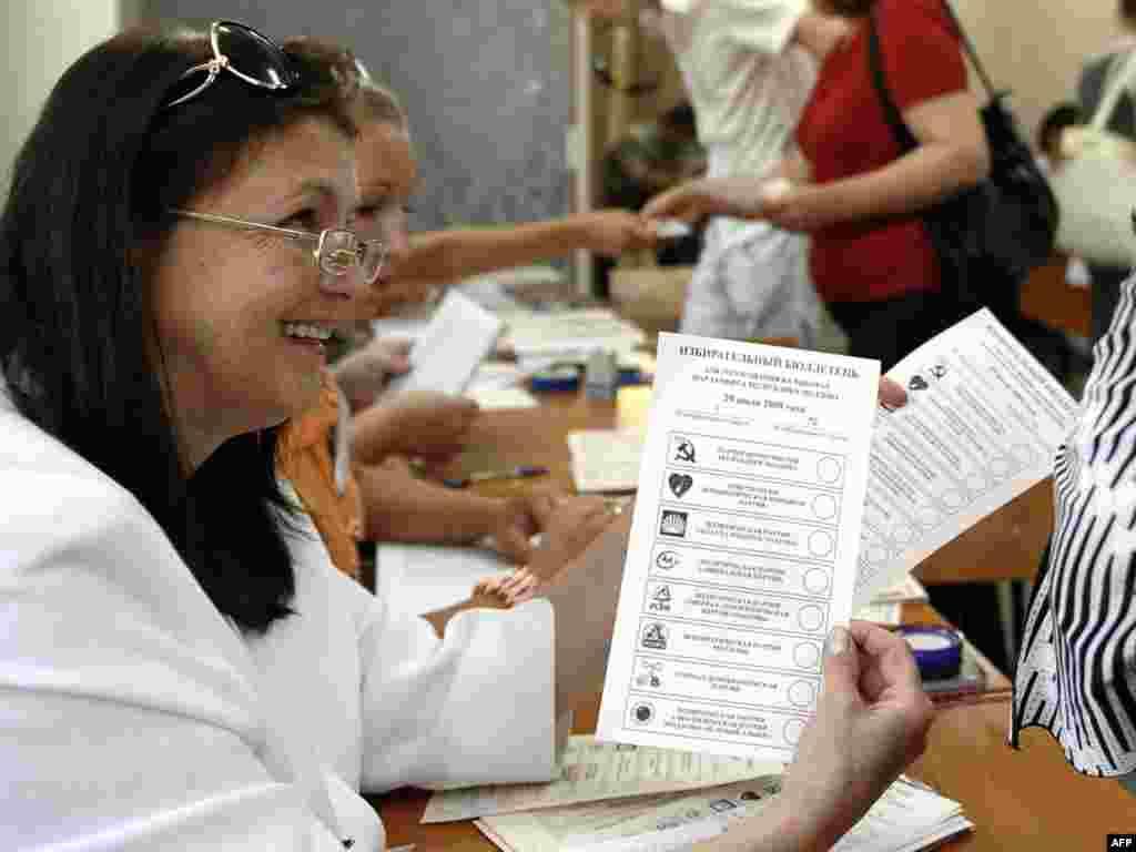 В Молдавии проходят досрочные парламентские выборы