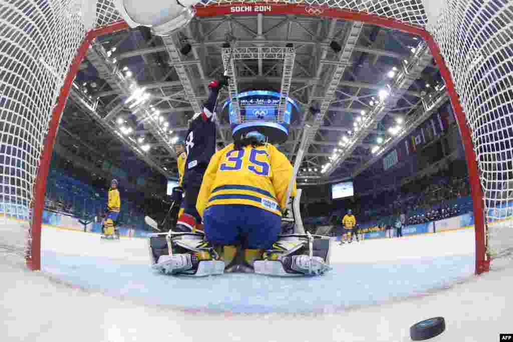 Sweden's goalkeeper Valentina Lizana Wallner fails to stop a goal as the U.S.'s Lyndsey Fry (left) celebrates during the women's ice-hockey semifinals. (AFP/Bruce Bennett)