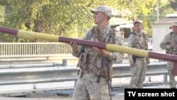 Блокпост военнослужащих недалеко от линии границы Казахстана с Кыргызстаном. Село Кордай Жамбылской области, 11 октября 2017 года.