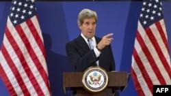 Американскиот државен секретар Џон Кери на прес конференција во Истанбул