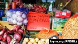 «Торговля без масок запрещена»: симферопольский рынок «Привоз» – на карантине (фотогалерея)