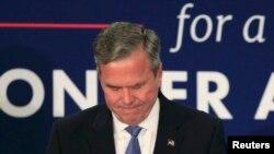 Jeb Bush duke e shpallur tërheqjen e tij nga gara republikane për nominim presidencial më 20 shkurt në Karolinën Jugore