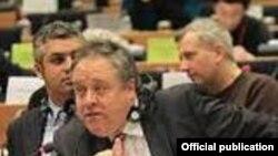 Известувачот за Македонија во ЕП, Ричард Ховит