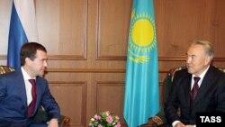 Дмитрий Медведев свой первый зарубежный визит посвятил в мае 2008 года Казахстану.