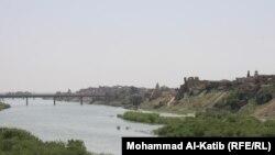 Vechiul oraș Mosul văzut dinspre fluviul Tigru