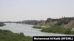 نهر دجلة يخترق مدينة الموصل
