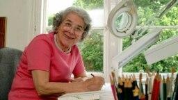 جودیت کِر در اتاق کارش در لندن/ دقیقاً ۱۶ سال پیش از مرگش در ۲۳ مه ۲۰۰۳