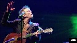 موسيقی تام ويتس عليرغم اين که هيچ گاه «بازاری» نشده است و عليرغم نامتعارف بودن آن، مورد توجه بسياری قرار دارد.(عکس: AFP)