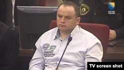 Veslin Vllahoviq gjatë senacës gjyqësore