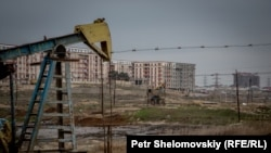 Photogallery: Azerbaijan - Life On The Edge Of An Oil Field