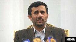 سفر محمود احمدی نژاد به ترکيه با واکنش هايی در ترکيه، اسرائيل و ايران روبرو شده است.(عکس: مهر)