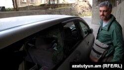 Սարգիս Խարազյանը՝ վնասված մեքենայի մոտ