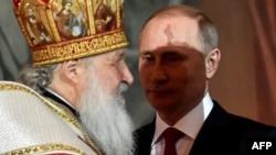 Президент Росії Володимир Путін (праворуч) і Московський патріарх Кирило. Москва, 1 травня 2016 року