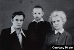 Слава Курилов с родителями