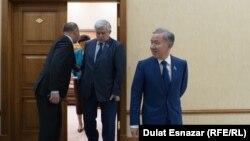 Председатель мажилиса парламента Казахстана Нурлан Нигматулин (справа). Архивное фото.