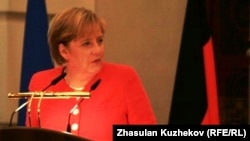 German Chancellor Angela Merkel has called on immigrants living in Germany to do more to integrate, including learning quickly to speak German.